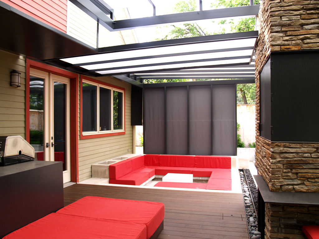 How we live outdoors in austin austin outdoor design for Create sunken seating area